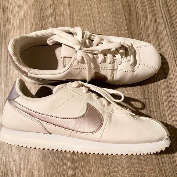 Nike Shoes   Cortez Basic Sl Size 65y